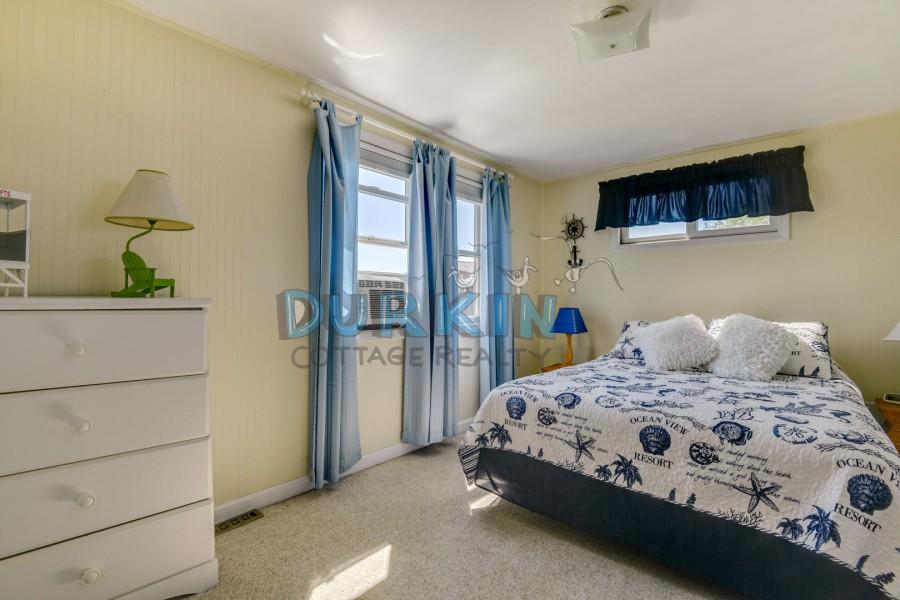 2nd floor- Queen size bed