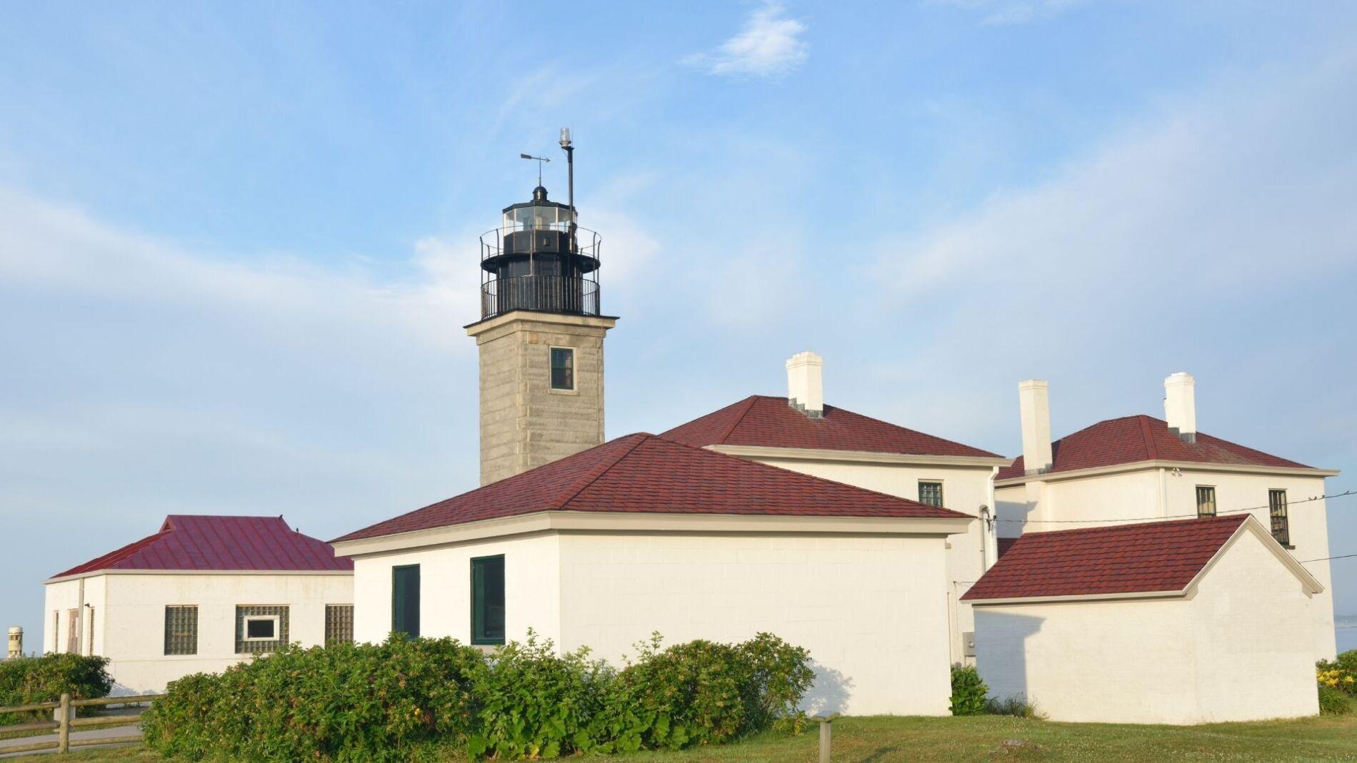 Beavertail lighthouse on the coast near our Narragansett beach house rentals